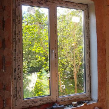 г. Голицыно, установка окон в жилом доме. Профиль Rehau Blitz 60 мм, фурнитура ROTO, откосы.